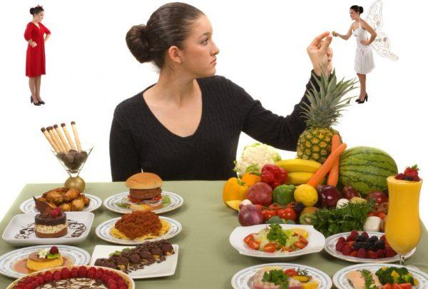 Начать ограничения можно с замены сладких йогуртов обезжиренным кефиром, соков и газировки минеральной водой, пирожных свежими фруктами и т. д.