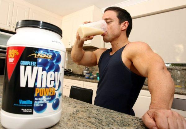 Чтобы не потратить зря силы, время и деньги, необходимо пить протеин для набора мышечной массы правильно
