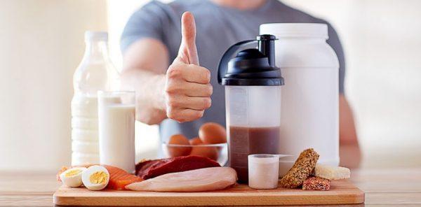 При снижении веса изолят помогает быстро насыщать организм и снизить количество потребляемых калорий за счет уменьшения в рационе жиров и углеводов