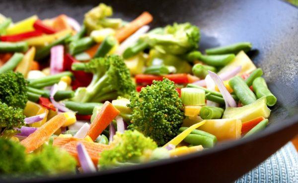 Основное правило соблюдения вегетарианской диеты – ограничение или исключение из рациона животных жиров и белков