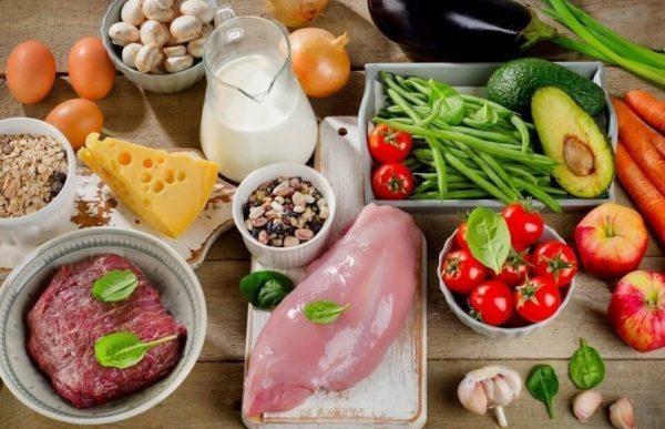 Главный принцип диеты – снижение употребления продуктов, богатых углеводами