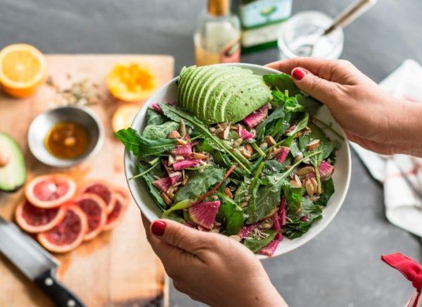 Некоторые задумываются о правильном питании как о средстве снижения веса.