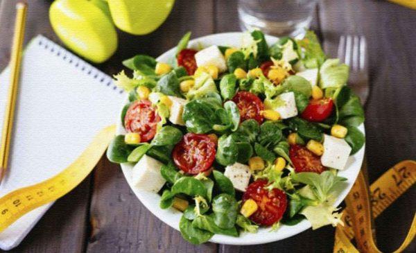 Для перекуса предпочтение лучше отдавать овощам, фруктам (в первой половине дня)