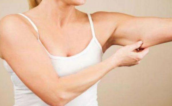 Чтобы похудеть в руках, нужно добавить в ежедневное расписание физические упражнения.