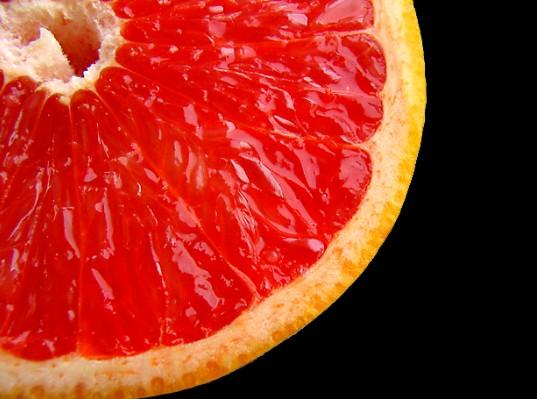 Самым эффективным жиросжигающим фруктом считается грейпфрут