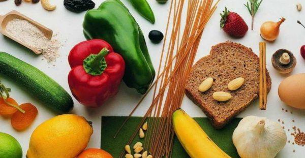Организм человека с пищей получает белки, жиры и углеводы