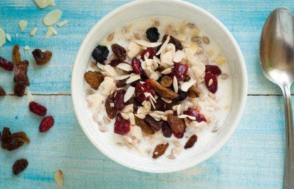 Также в интервале между завтраком и ужином разрешено употреблять ¼ стакана семечек либо горсть орехов