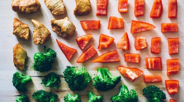 Между основными приемами пищи обязательно следует делать перекусы