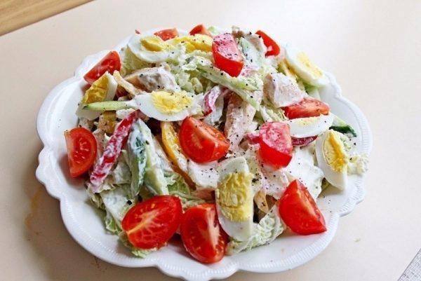 Салат с овощным ассорти