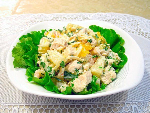 Диетический салат с ананасом и пекинской капустой