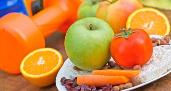 Тяжелая пища с большим количеством жиров или углеводов в составе запрещена к употреблению во время силовых тренировок
