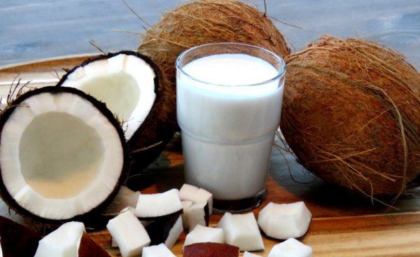 Кокосовое молоко считается низкокалорийным и быстроусвояемым