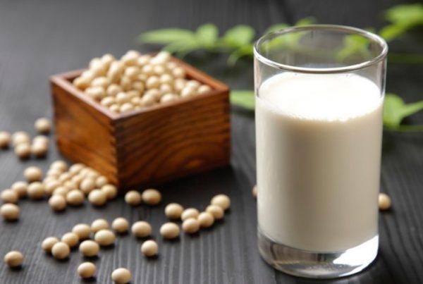 Наибольшим преимуществом соевого молока является наличие изофлавонов