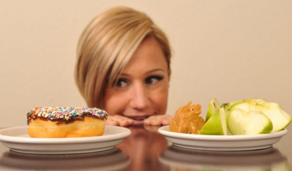 Срыв с диеты предполагает употребление запрещенных диетой продуктов