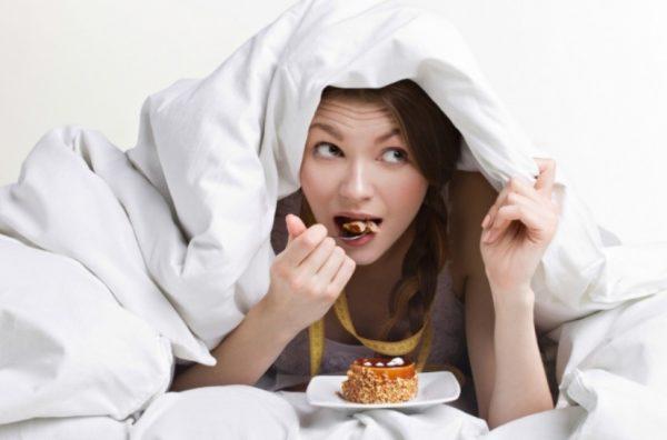 Сладкое способствует выработке гормонов удовольствия.