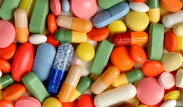 Витамин В5 принимает участие в жиро-углеводных процессах, синтезе амино- и жировых кислот, работе надпочечников, печени и сердца, влияет на состояние кожи и т. д.