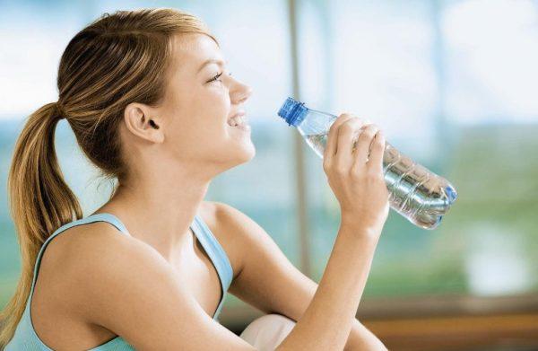 Вода расходуется, участвуя во всех процессах жизнедеятельности организма