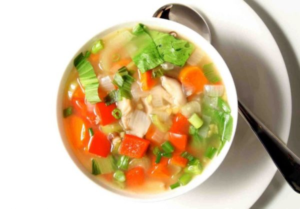 Для диетической еды подойдут не любые первые блюда, а только низкокалорийные, овощные