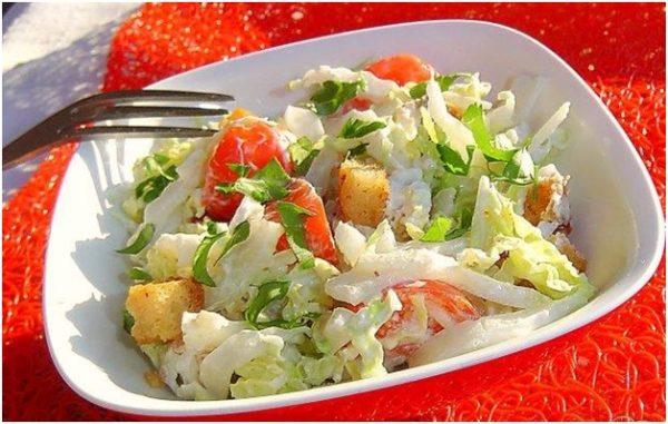 Рецепт салата с куриной грудкой и помидорами
