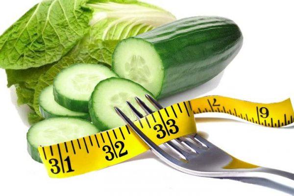 Низкая калорийность, высокое содержание клетчатки и воды помогают сжечь жир и вывести лишнюю воду
