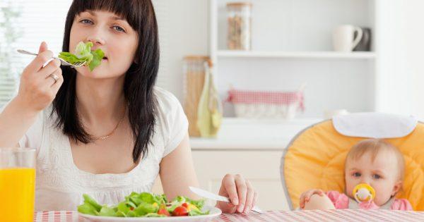 Питание кормящей матери в первый месяц после родов: меню, таблица