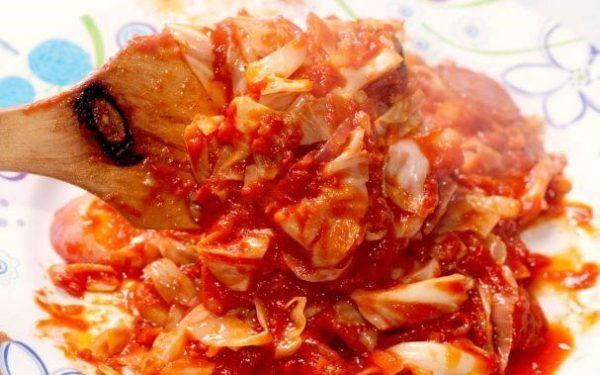 Тушеная капуста с томатом – классический рецепт