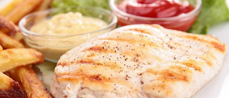Сколько белка в жареной куриной грудки