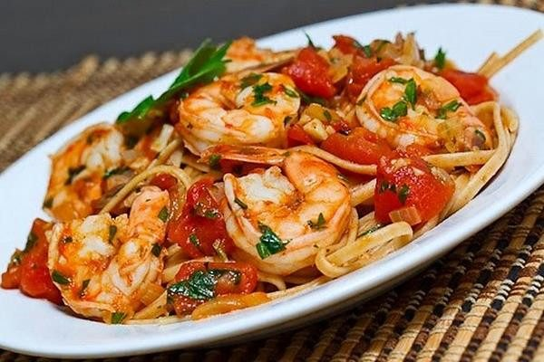 Паста с морепродуктами и томатами