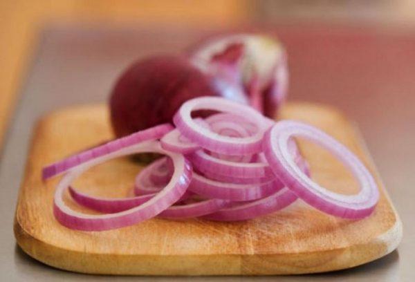 Красные сорта способны выводить из организма холестерин и очищать кишечник от гнилостных микроорганизмов.