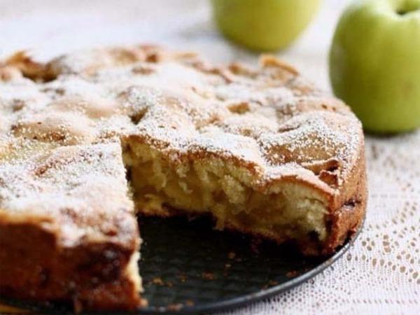 Диетический пирог с яблоками и йогуртом