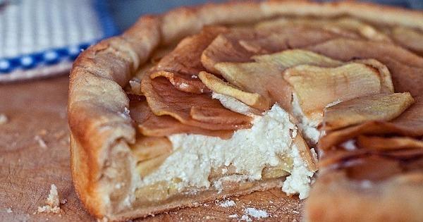 Диетический пирог с яблоками и творогом