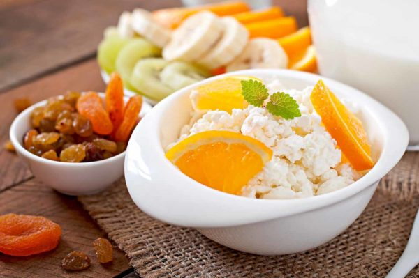 Как правильно сочетать фрукты с другими продуктами во время похудения