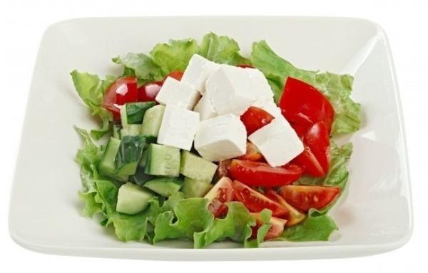 Салат из огурцов и помидоров с сыром